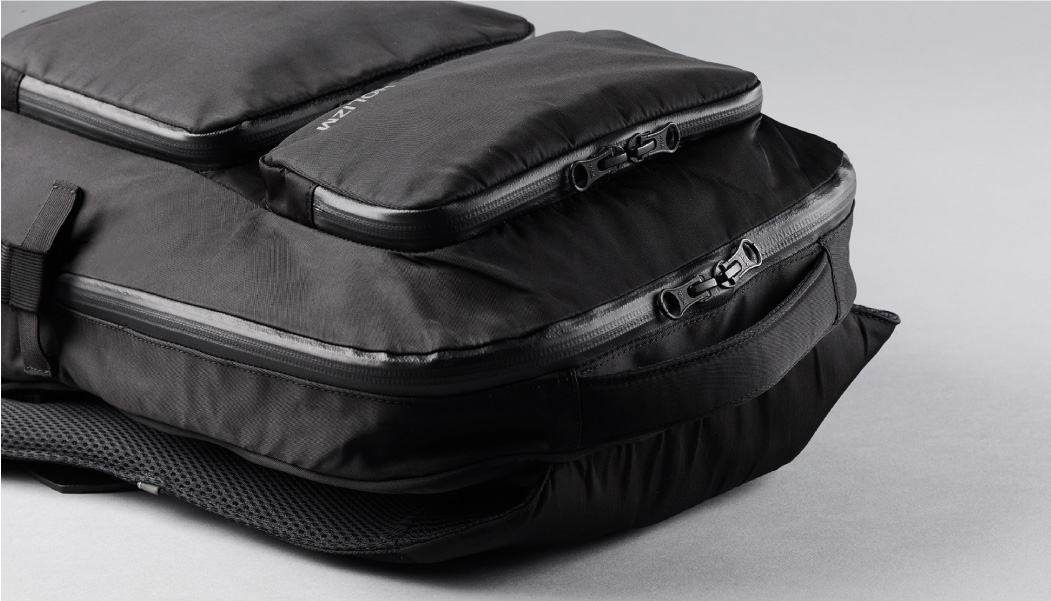LIGHTWEIGHT - Designed to be lightweight, the Dual backpack is 28cm width x 39cm height and weighs only 740g.