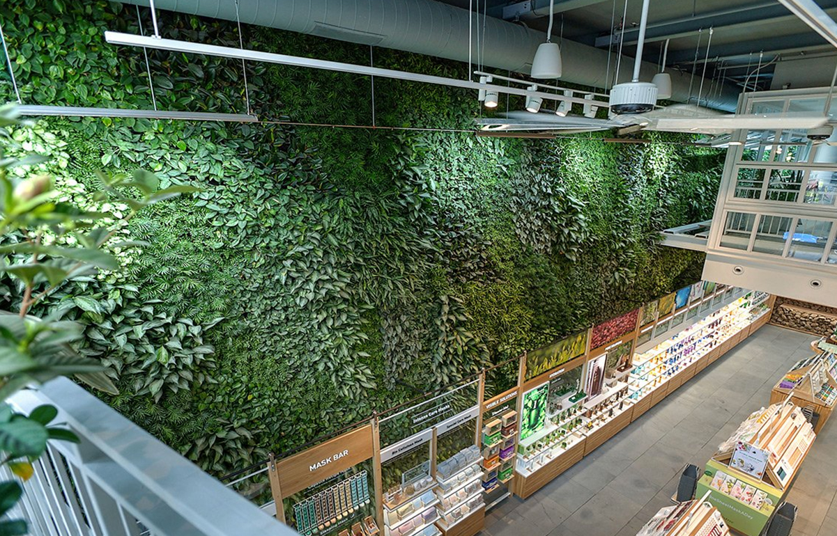 This two-story living wall is the largest public green wall in New York City. Spanning 70 feet long and 24 feet high, the wall displays close to 10,000 plants. It features 11 different varieties of tropical plants and is supported by a custom irrigation system.