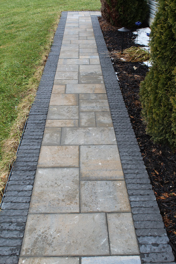 JAMESTOWN - Oberfields Jamestown paver offers a heavily-textured paver ideal for bordering and inlays. Perfect for lining sidewalks, outlying entertaining spaces, or creating decorative inlays.