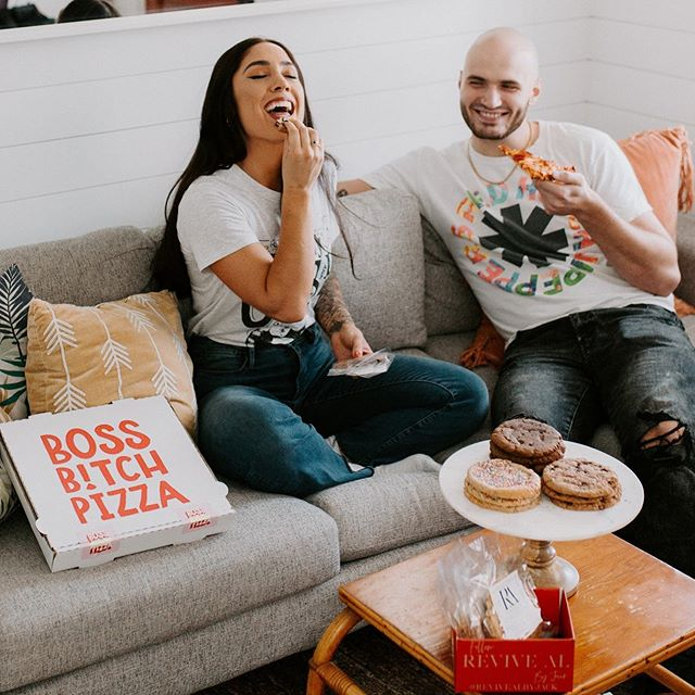 If you could share your Boss Bitch Pizza & Revive AL Protein Cookies with one person ... who would it be?! 🍕💕🍪