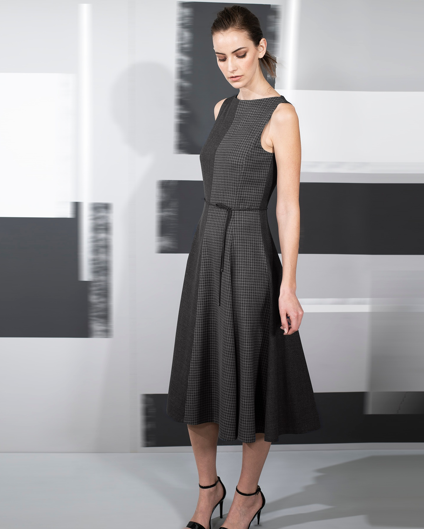 Dress+fluid+hemline+voile+fine+wool+with+micro+plaid+Black+oyster+-9257.jpg