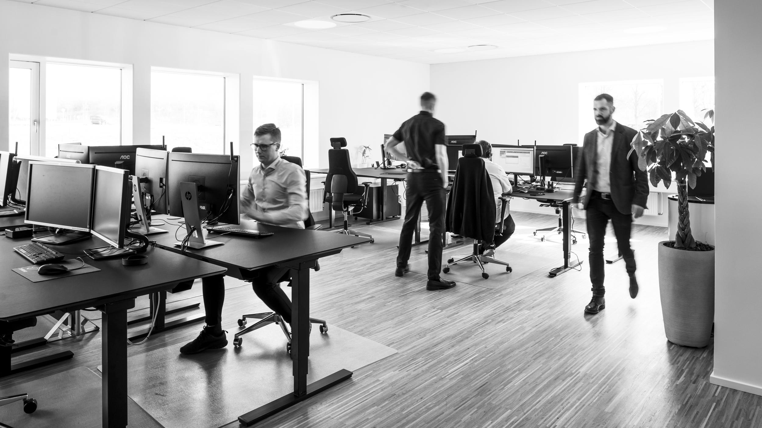 """Om os - Zentura blev etableret i 2010. Så vi er lige præcis dér, hvor vi har samlet værdifuld erfaring og masser af gode referencer - men ikke er groet fast i rutiner og """"vi plejer."""" Vi tænker i nyskabelse på en måde, der giver vores kunder større udbytte af deres it."""