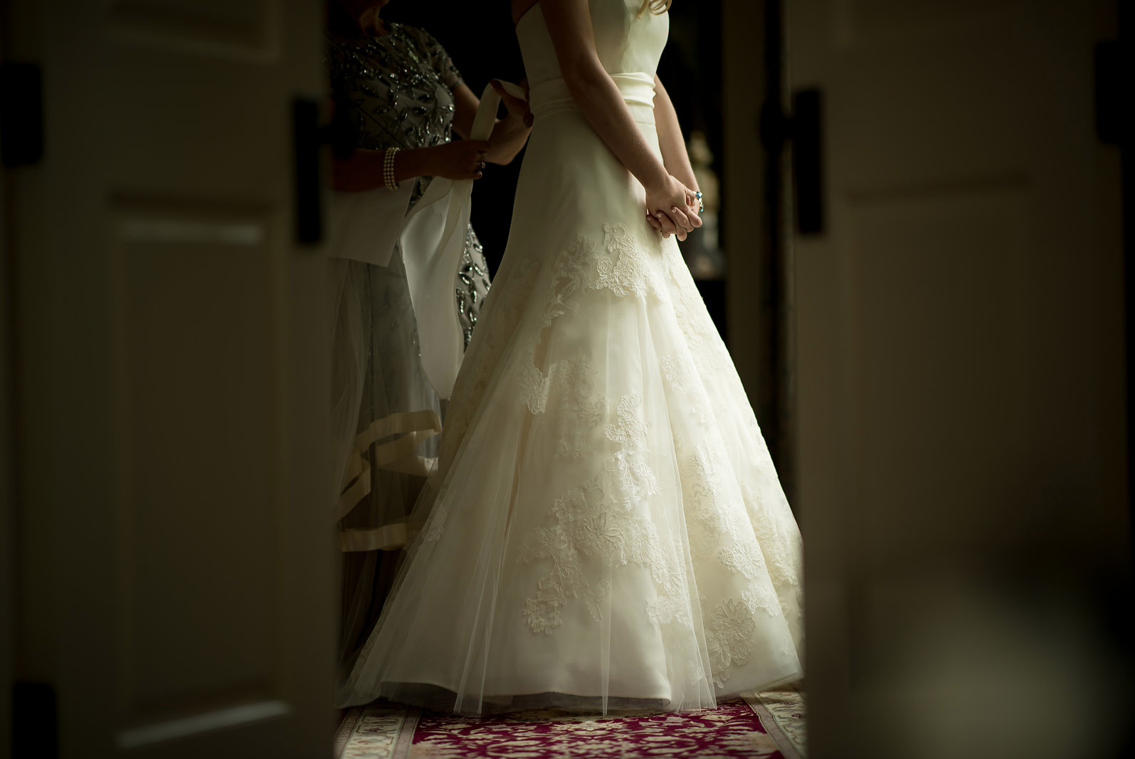 Jen-Mardus-Photography-082017-wedding-dress.png
