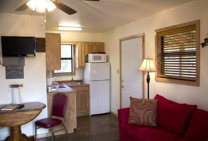 4 cabin 4 liv rm kitchen.jpg