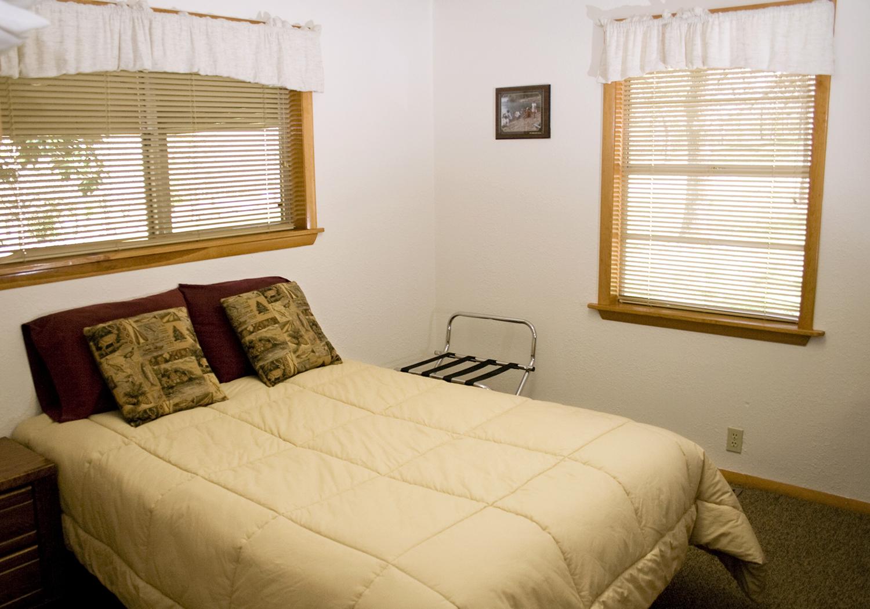 11 bedroom3.jpg