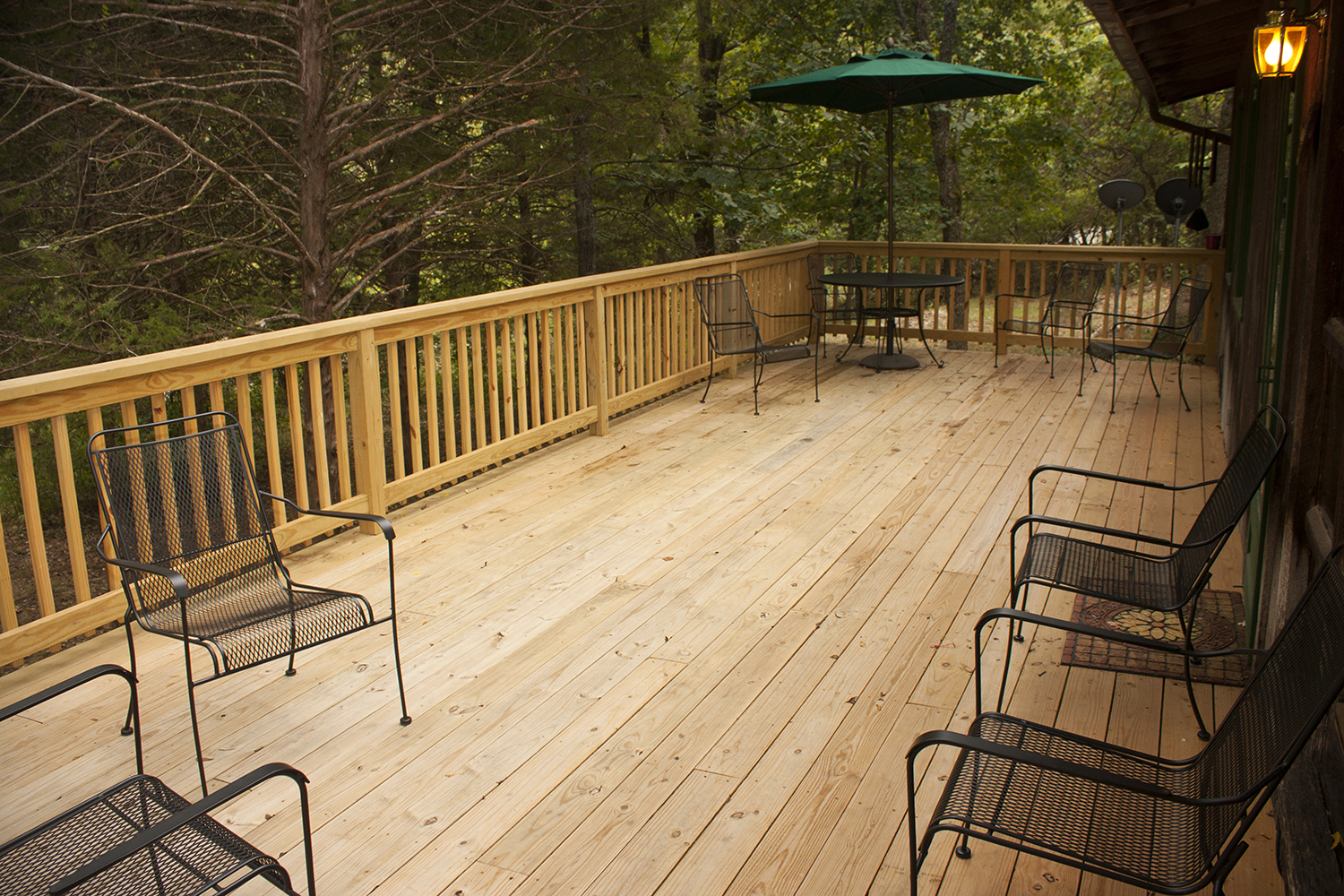 Rustic Lodge front deck.jpg