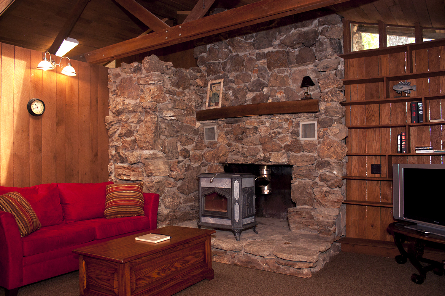 Rustic Lodge living room2.jpg