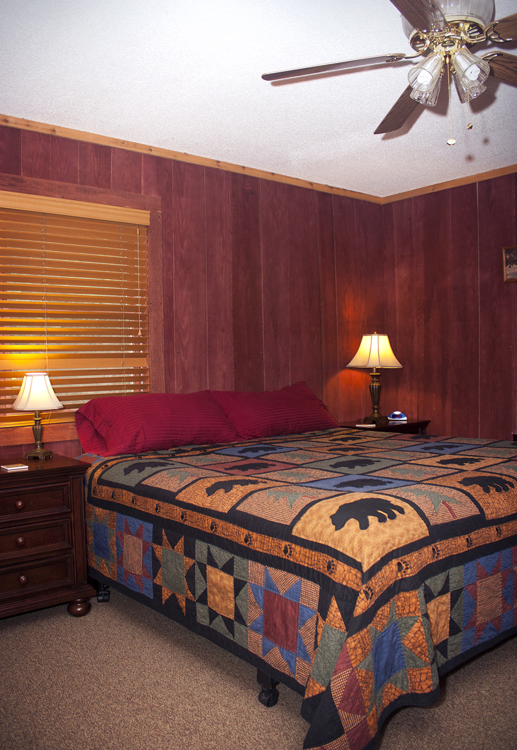 Rustic Lodge bedroom1.jpg