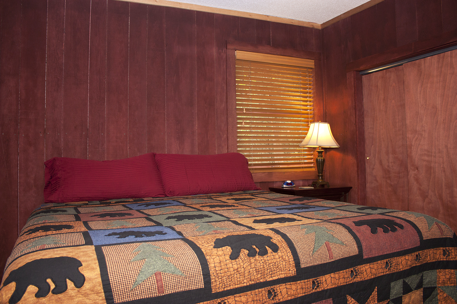 Rustic Lodge bedroom2.jpg