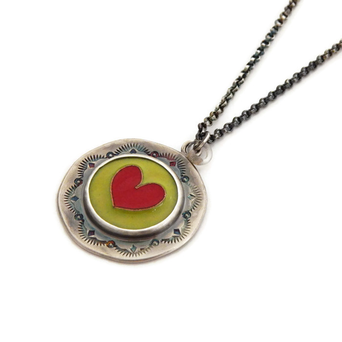 heart_necklace_green_and_red_.jpg