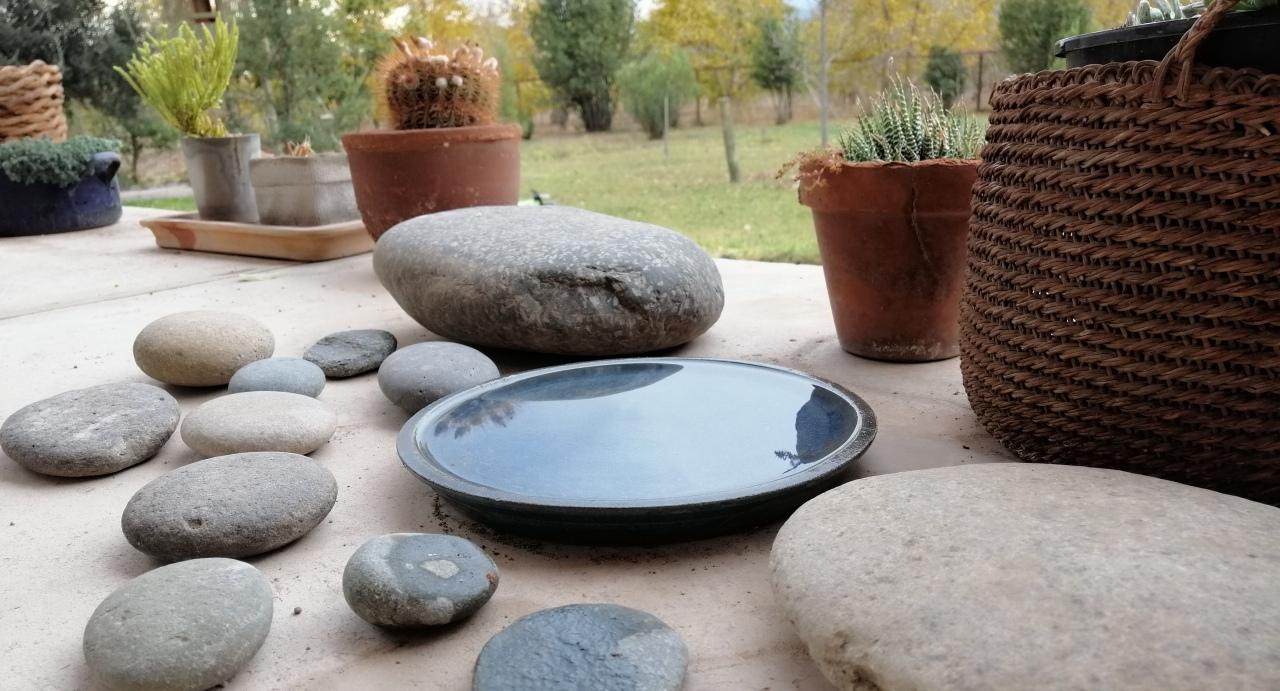 Mi colección personal de piedras de cauce de ríos, cada una de un lugar distinto de Chile… no me aguanto.  Todas las fotos ©elciervovolante en  Pirque , RM, Chile.