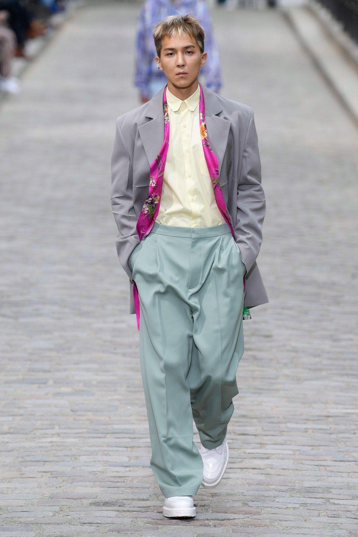 https___hypebeast.com_image_2019_06_louis-vuitton-men-spring-summer-2020-paris-fashion-week-runway-show-11.jpg