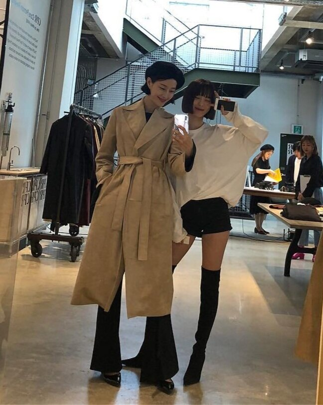 Beauty blogger Kim Su-mi (left) is a mother of 2