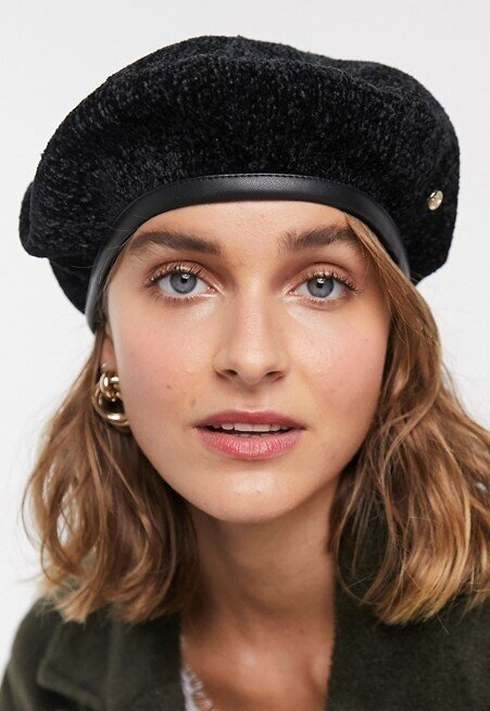 River Island Beret in Black  HK$127