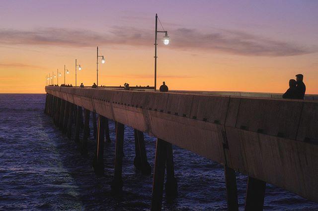 """""""Sunset Lovers"""" Pacifica Municipal Pier, City of Pacifica - California  we all love it 😍  Print avaliable www.bcalifineart.com ••• Por do sol na cidade de Pacifica, Califórnia. Aqui o por do sol é sagrado! E todo dia é um show diferente da natureza no céu! E você aí, vai ver o por do sol hoje? . . . . . . . #pacifica #californiadream #sunset_love #manfrotto #manfrottoimaginemore #sky_sea_sunset #sky_lovers #alphacollective #homedecorations #framedprint #fineartphotography #visitcalifornia #homedecorlovers #wallartdecor #interior4you1 #pordosollindo #bayarealife #bay_shooters #californiathroughmylens #pier #fineartfriday #decorationideas #sonya7r2 #printsforsale #roominspiration #interiordesigning #seascapephotography #sunset_rv #quadrodecorativo"""