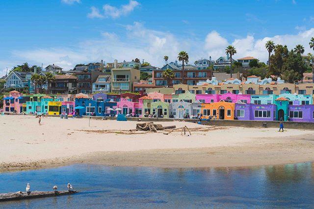 Capitola, CA 🌴🏠 • • • • • #capitola #california #capitolaca #capitolavillage #capitolabeach #californiacoast #visitcalifornia #manfrottoimaginemore #memorialdayweekend #sonyimage #alphacollective #sony #californiadream #capitolabythesea #visitcapitola #beachlife #framedprint #fineartphotography #sunnyday #californiacoast