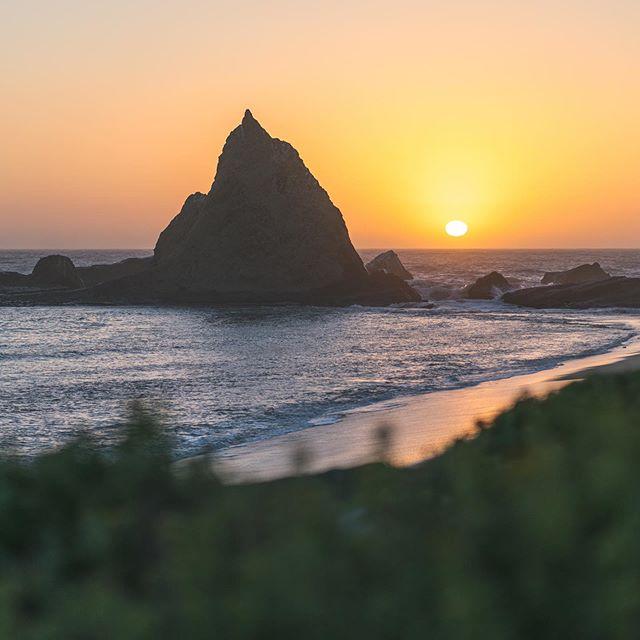 Sunset at Martin's Beach, Half Moon Bay - CA 🌅  #martinsbeach #halfmoonbay #californiavibes • • • • • • • • #sunsetcalifornia #halfmoonbayca #halfmoonbaybeach #californialife #sonyimage #alphacollective #landscapephotography #fineartphotography #pordosoltop #califa #california4fun #bayarealife #bay_shooters #californiacoastline #hw1 #sunsetoftheday #sunset_creative_pictures #visitcalifornia #californiatrip #wallart #californiaart #natureaddictsun #californiasummer #yellowsky #framedprint