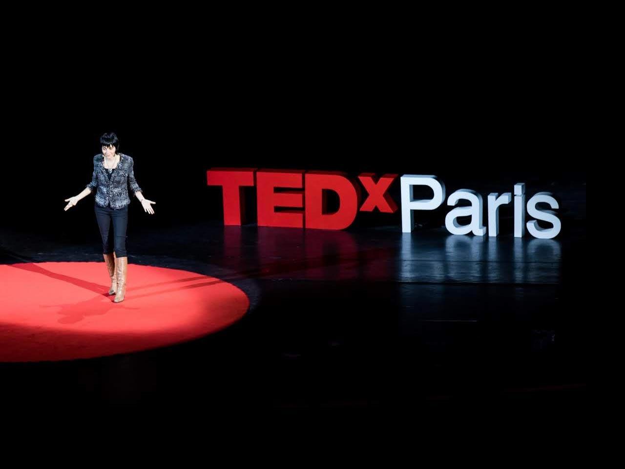 Seul en scène, en moins de 18 minutes - Michel Levy Provençal, le fondateur et curateur de TEDxParis, nous raconte son expérience à l'occasion de la 10ème édition.