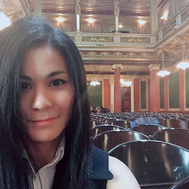 Before general rehearsal at the Musikverein in Vienna . . . #musikverein #vienna #wien #conductor #conductorslife #womenconductors #selfie #musicianlife #me #happy #instagood