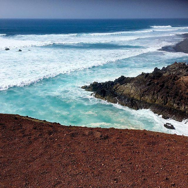 Colors of my heart 2.0 . . . .  #lanzarote #vitaminsea #unlimitedparadise #oceanvibes #oceanbreeze #ocean #findyourbeach #aquaholic #paradiseisland #tropicalvibes #seeksimplicity #natureaddict #awesomeearth #nature_seekers #naturesbeauty #oceantherapy #oceanlove #lovetheocean #onlygoodvibes #positiveenergy #instatravel #exploringtheglobe #travel #liveauthentic #keepexploring #travelphotography #girlsjustwannatravel  #musicianlife#sheisnotlost