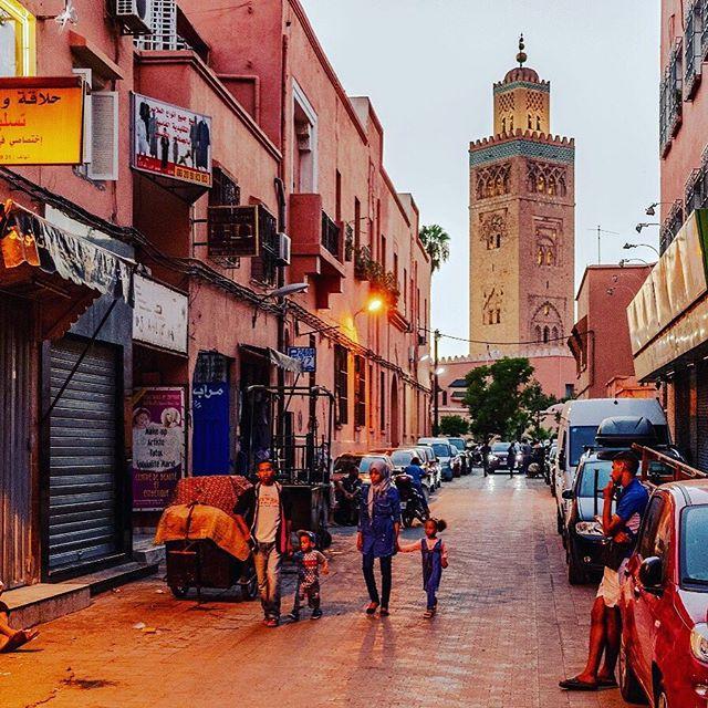 🕵♀ Lo sapevi che... La moschea Koutoubia è la più importante della città di Marrakech. Splendida per le sue proporzioni, il nome pare significhi che è la moschea dei Librai perché un tempo qui si commerciava in libri ed era il luogo degli scrivani pubblici. Vieni con noi e scopri le bellezze nascoste del Marocco Per maggiori dettagli chiamaci o visita il nostro sito al seguente link: https://bit.ly/2XuhMhY #4lviaggi#lomagna#agenziadiviaggio#agenziadiviaggi#viaggiodigruppo#travel#vacanza#vacation#prenotaconnoi#passadanoi#tiaspettiamo#passainagenzia