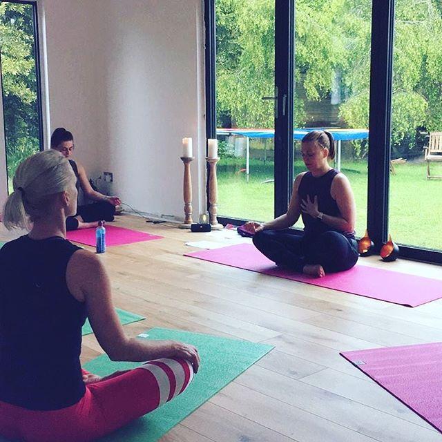 2 vinyasa Flow classes today. . 3.30pm & 6.30pm. Still time to book - link in the bio 🙏 . #yogastanfordinthevale #yogawantage #yogafaringdon #stanfordinthevale