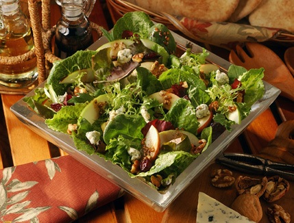 Green_Salad_with_Mozzarella_and_Tomatoes.jpg