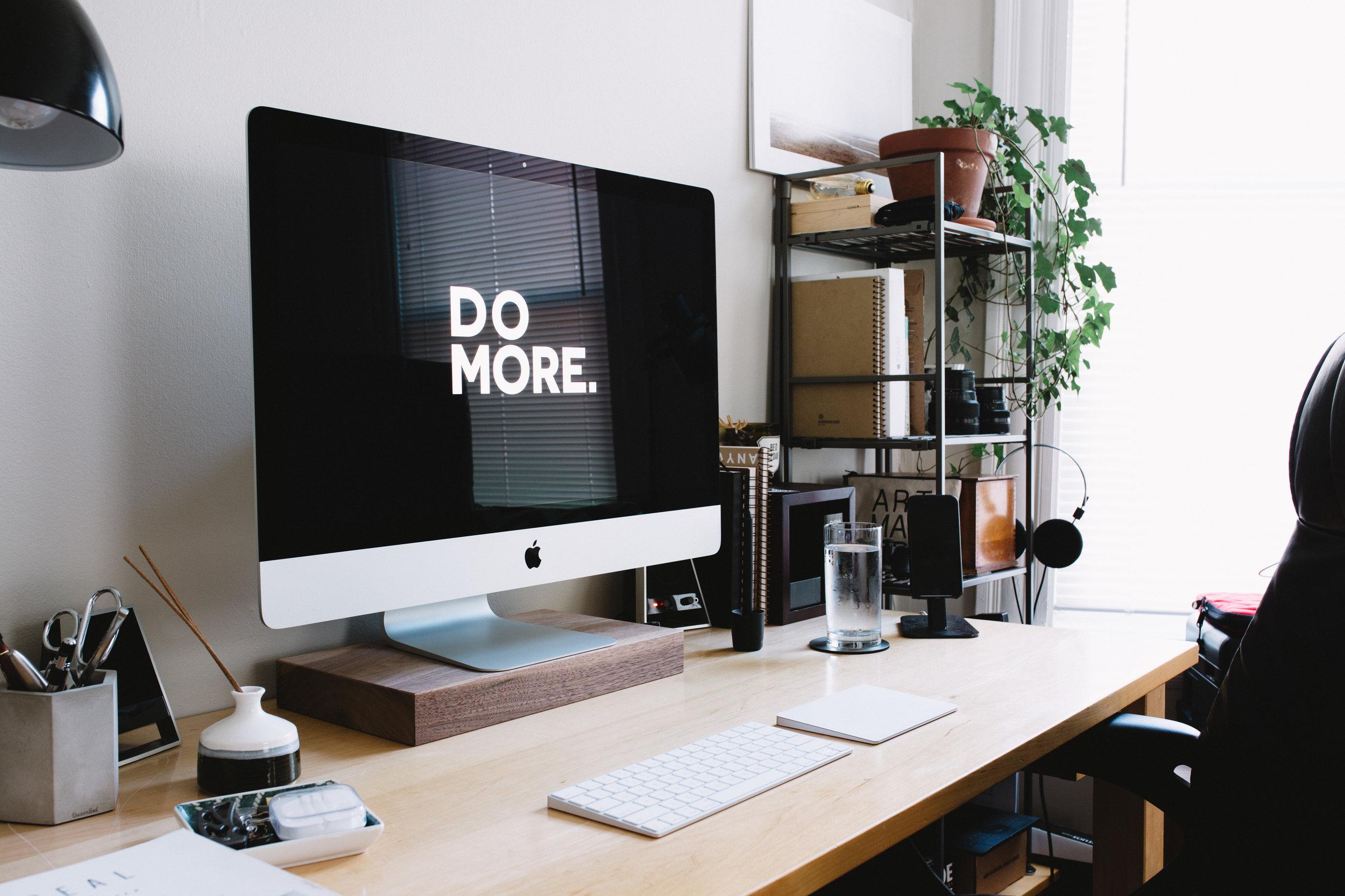 Hva vi gjør - Se på oss som en digital markedsfører for din bedrift. Vi hjelper med synlighet og kommunikasjon til riktig målgruppe, noe vi gjør gjennom kontinuerlig analyse og smart optimalisering av dine digitale kanaler.Visjonen vår er å ligge helt fremst når det kommer til de nyeste og beste kommunikasjonsmulighetene - noe også kundene skal oppleve.Les mer ➝