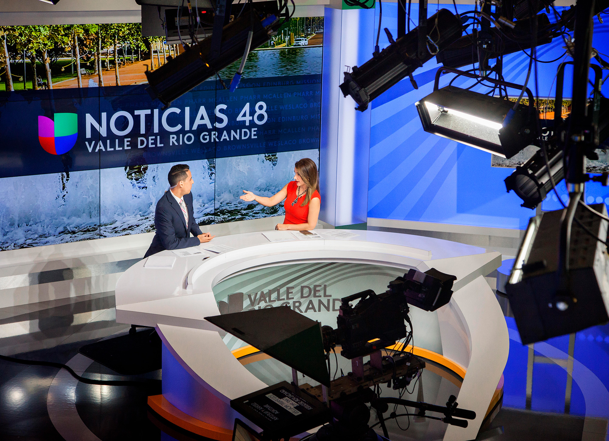Paula_Giraldo_Noticiasya_set_6.jpg