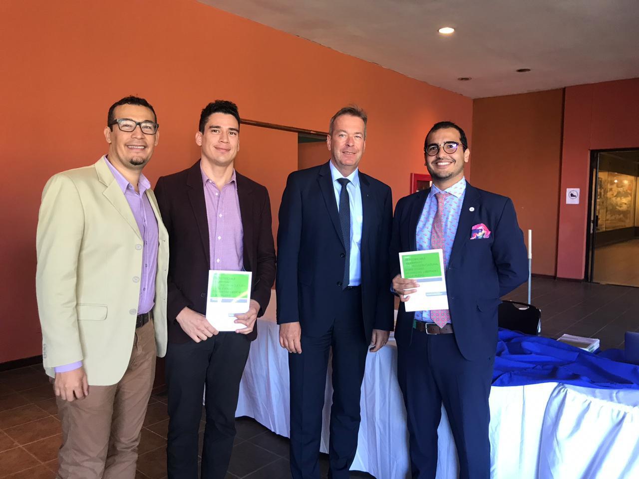 Herman Duarte presenta libro en El Salvador acompañado de diplomáticos y directores de Fundación Igualitos