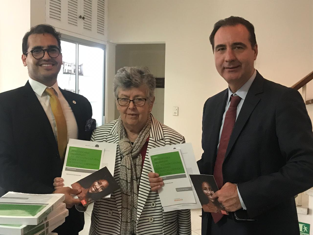 HIVOS Latinoamérica y  Duarte donan 15 libros a la Corte Interamericana de Derechos Humanos