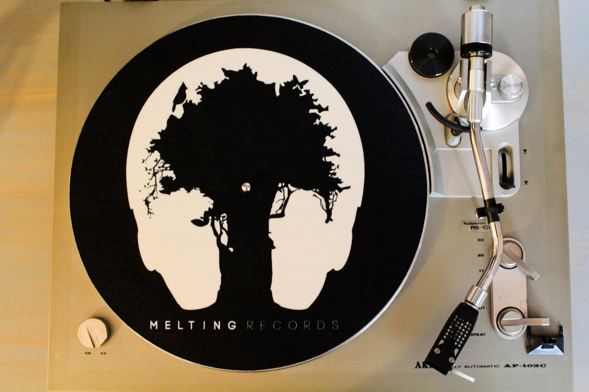 - MR SLIPMATSSlipmats with the MR logo design.12'' slipmats - 16oz with glazed bottom
