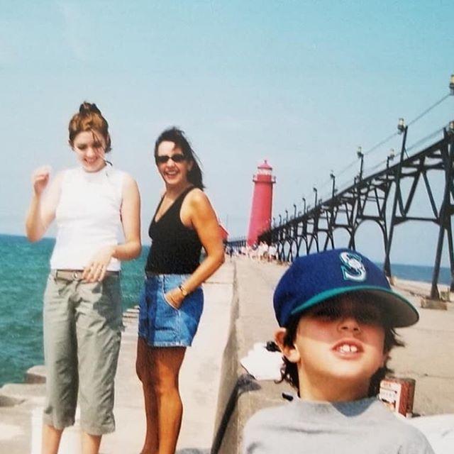 hahahaha lexi's wearing capris #2001