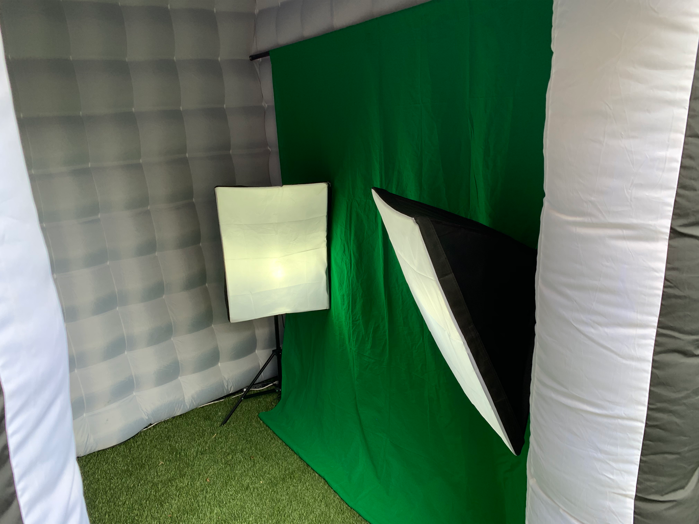 Green Screen Inside Booth.png