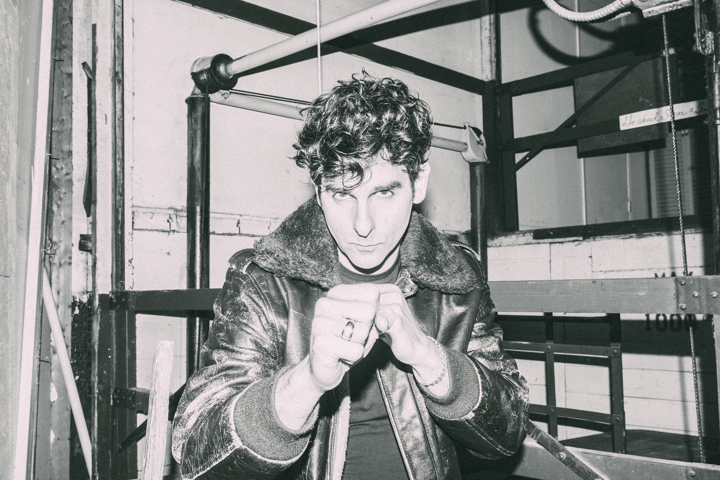 LOW CUT CONNIE -