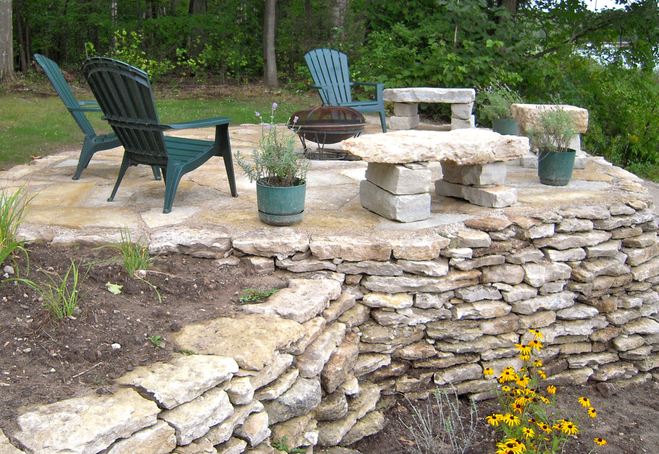 patio-firepit-wall.JPG