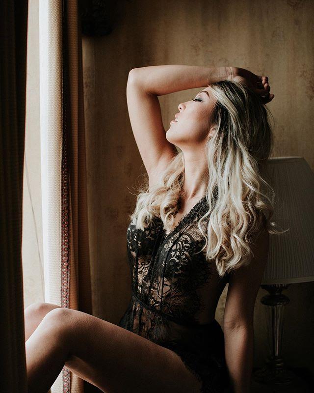 Fierce like a lioness. 💄: @artistry_by_alyssa . . #boudoirlintime #charlotteboudoir #charlotteboudoirphotography #groomsgift #intimates #boudoirphotoshoot #makeupartist #bridalboudoir #chasinghumanity #empowered #selflove #portraitmood #boudoir #ncboudoirphotographer #charlotteboudoirphotography #dunhillhotelcharlotte  #dunhillhotel