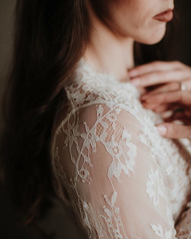 The quiet moments of Boudoir . Lace: @fashionnova  #boudoirlintime #boudoirbyavonne #charlotteboudoir #charlotteboudoirphotography #groomsgift #intimates #boudoirphotoshoot #makeupartist #bridalboudoir #chasinghumanity #empowered #selflove #portraitmood #boudoir #ncboudoirphotographer #charlotteboudoirphotography