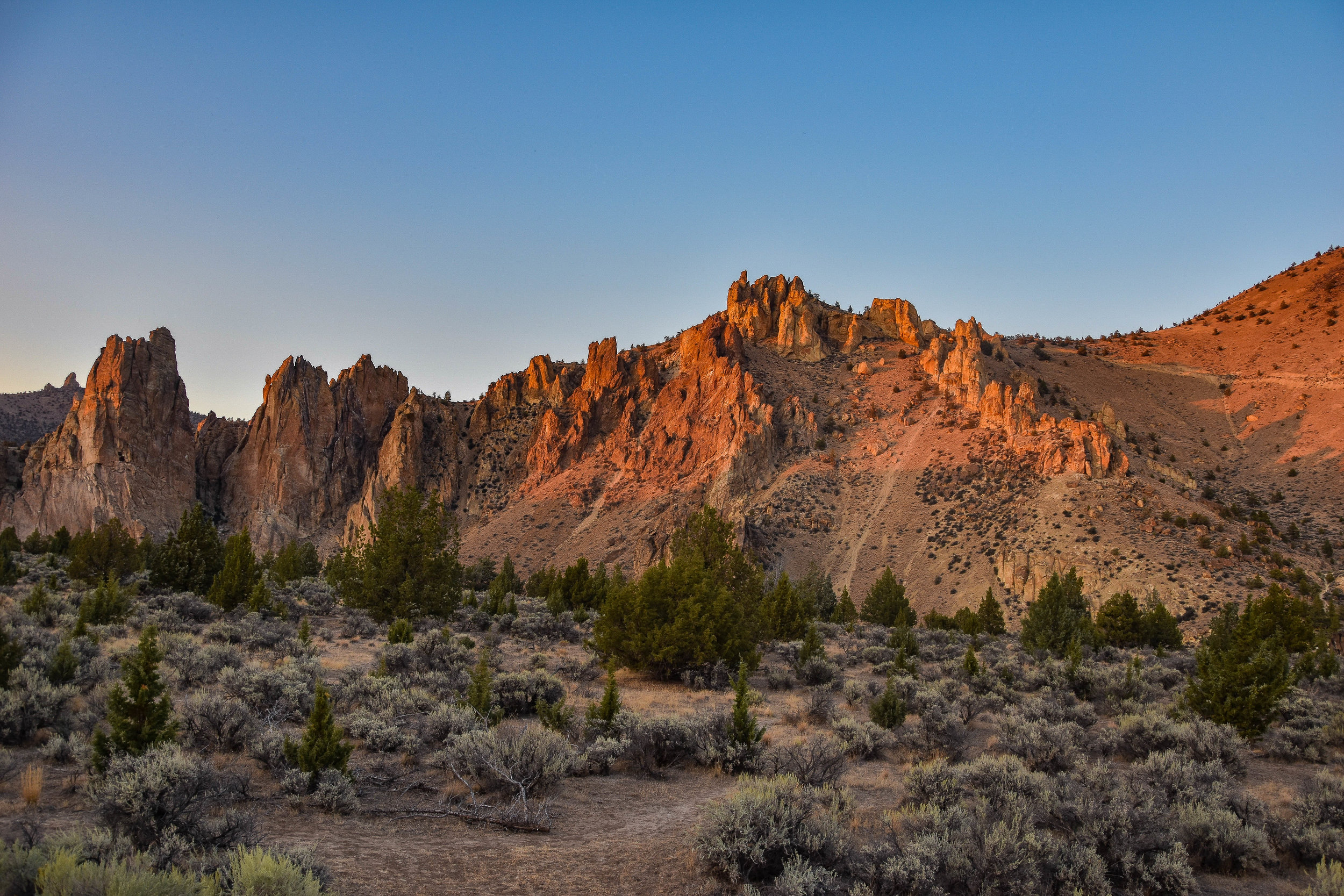 SMITH ROCK STATE PARK - Whether you come for the climb or come to unwind, you'll see why Smith Rock is one of the 7 Wonders of Oregon.
