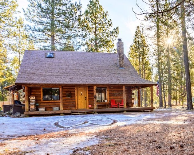 Log Cabin with hot tub! -