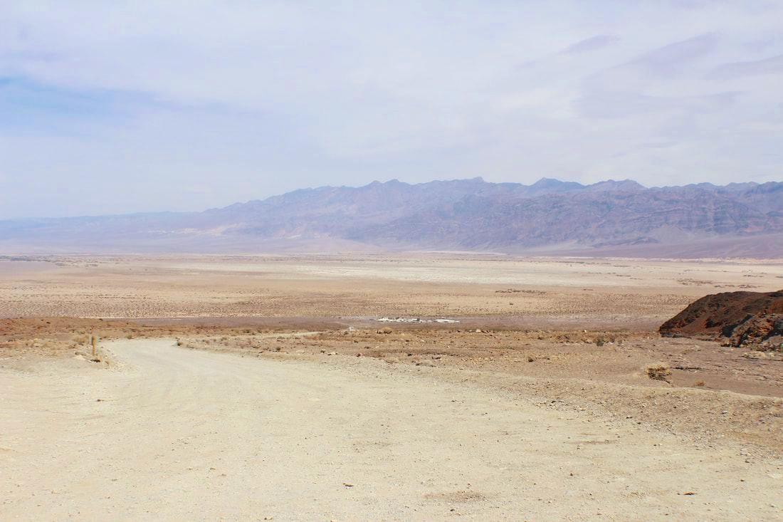 Dirt road to Mosaic Canyon Trail head.