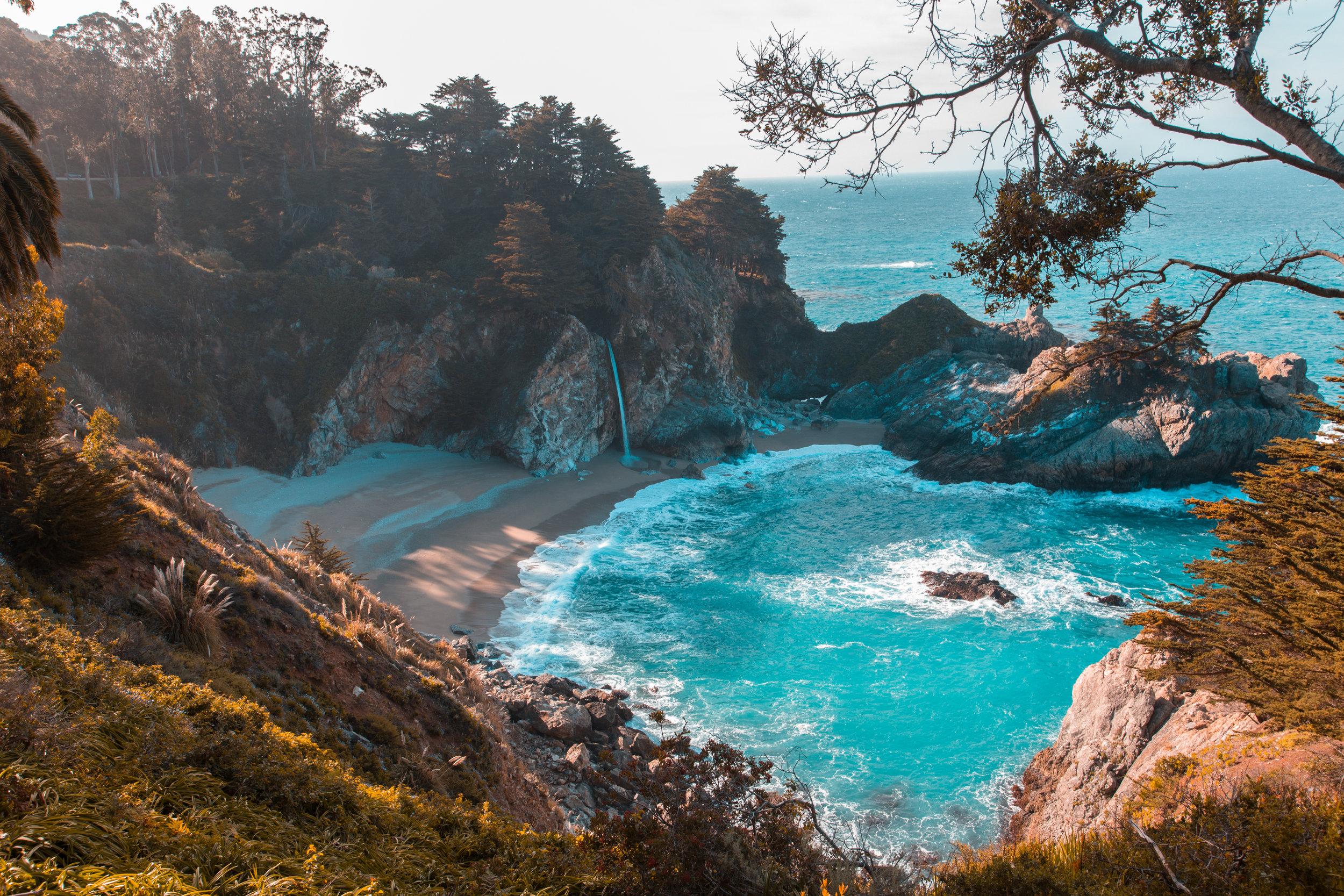 CALIFORNIA - TRAVEL GUIDE