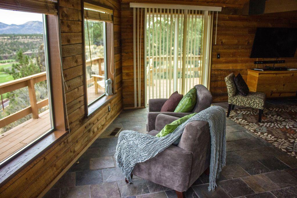 Log Home at Crooked River -
