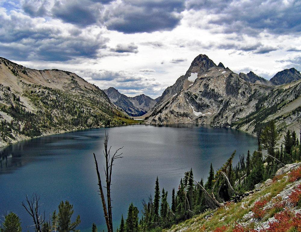 Hike around Sawtooth Lake