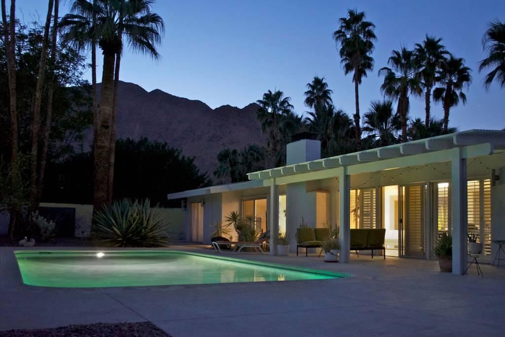 palm springs airbnb vintage.jpg