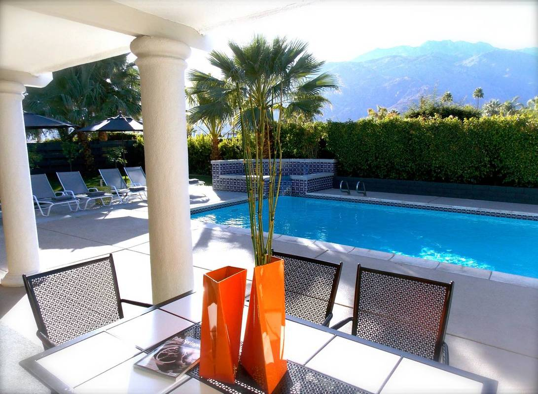 Luxury airbnb's in Palm SPrings