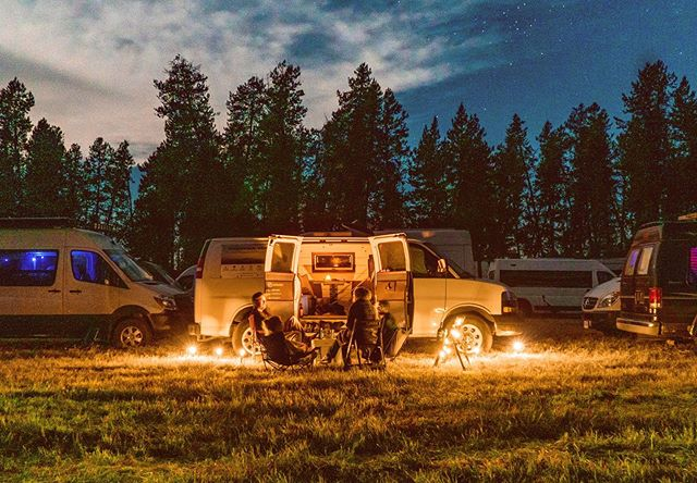 @openroadsfest is amazing! 🌲🚐🚐🚐🚐🏔🌾🚐🚐🚐🌲 . @bearfoottheory has done an amazing job putting together an inspiring, extremely well-planned weekend for HUNDREDS of us vanlifers at @jugmountain ranch. . Once again my van neighbors are beautiful, wonderful people, and I'm meeting new friends every day. Last night we stayed up till 1am talking around a citronella candle in front of the Vitruvian Van. . The days are hot and the nights are cold, and there's infinite biking, SUPing, and of course doggos, Van-cats, free beers, awesome music from @stonefedtheband and so so much more. . Tomorrow morning I will be leading a workshop and discussion about building an ecological van. Excited!!! . #vanlife #vanlifeideas #vanlifemovement #homeiswhereyouparkit #vanlifeexplorers #vanlifedreams #campervan #vanlifers #vancrush #4x4van #offroad #vanlifestyle #vanlifemagazine #vanlifecommunity #vanlifeadventures #vanlifeproject #vanlifejournal  #vanningaintnojoke #thisisvanlifeing #openroadsfest