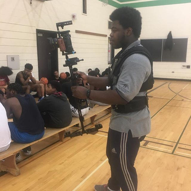 So my steadycam (flycam redking + Newer loaf vest) set up is complete got the chance to shoot some basketball 🏀 footage for @hooptohope  @youth_unlimited_jane_finch  @youthunlimitedtoronto @coachrambo definitely a fun shoot. #instagram #bigsix #bigsixmedia #indiefilm #nikon #d5500 #neewer #henryscamera #nonprofit #baseball #proaim #videoproduction #shotonnikon #cametv