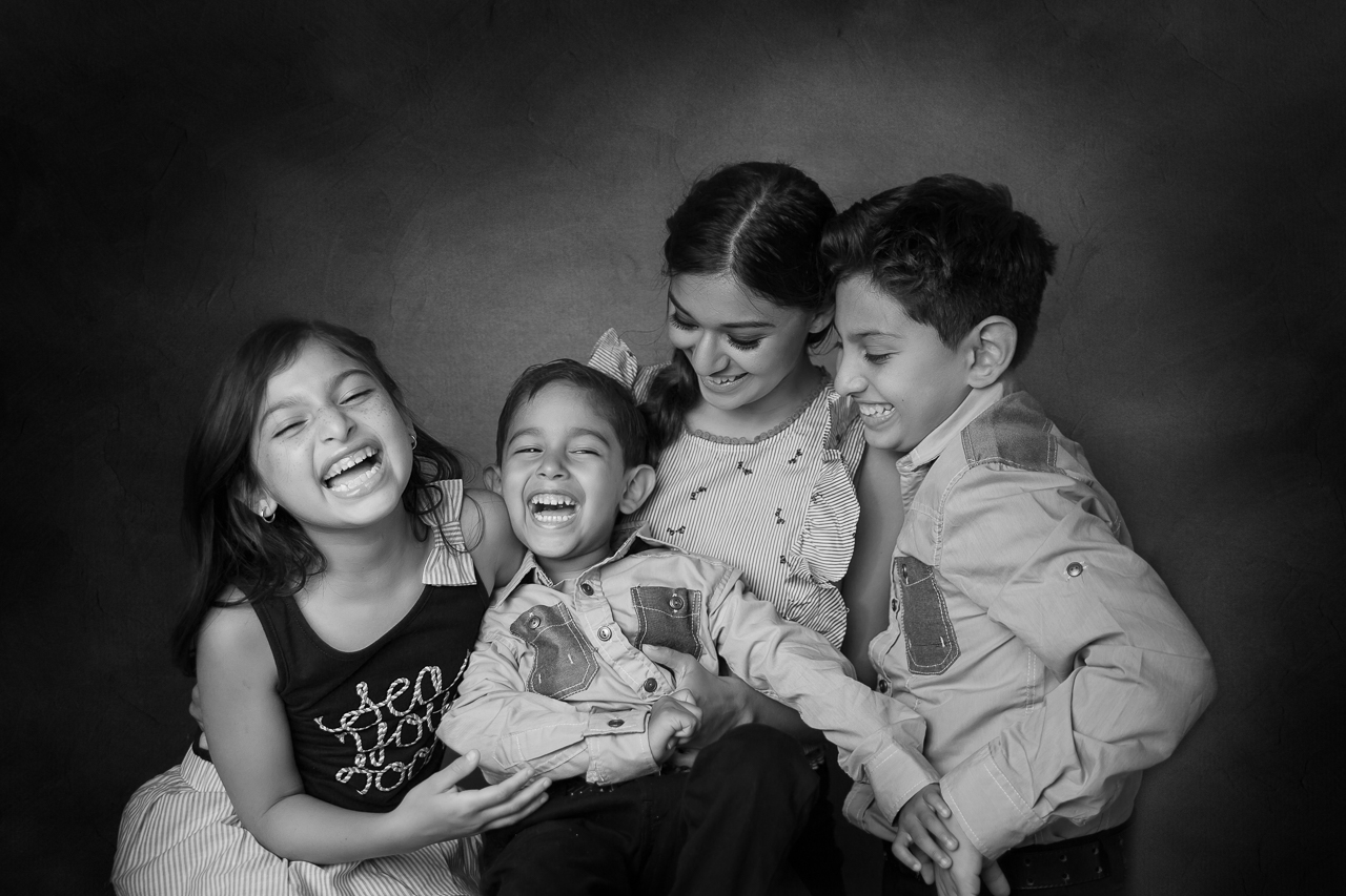 nyc family photoshoot instudio siblings laughing-.jpg