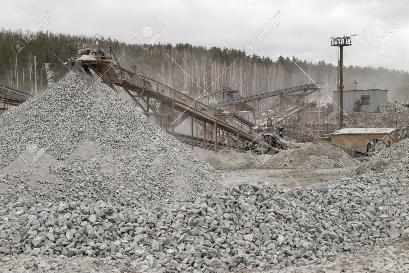 27710641-gravel-mine.jpg